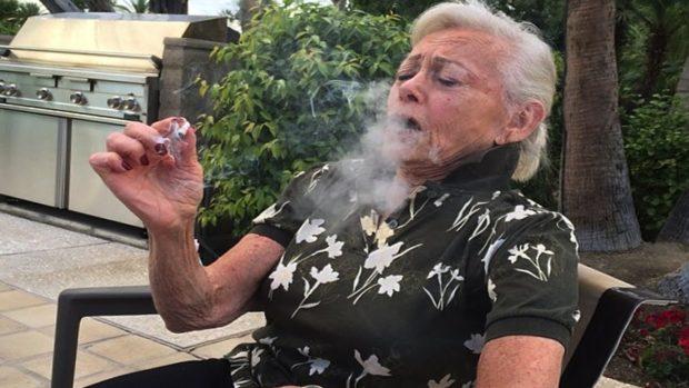 babička dát kouření hardcore trest porno