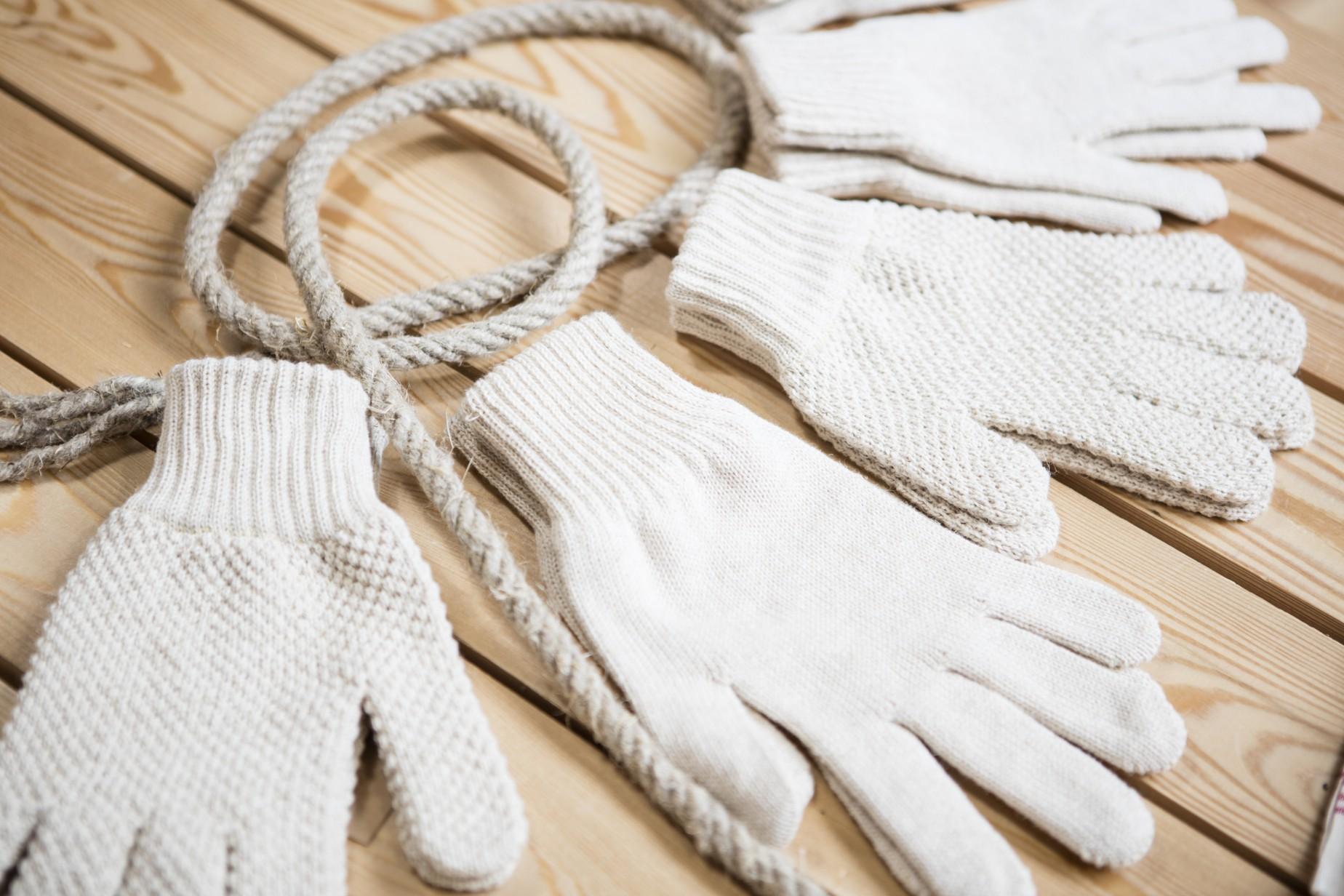 Z konopí lze vyrábět i rukavice.