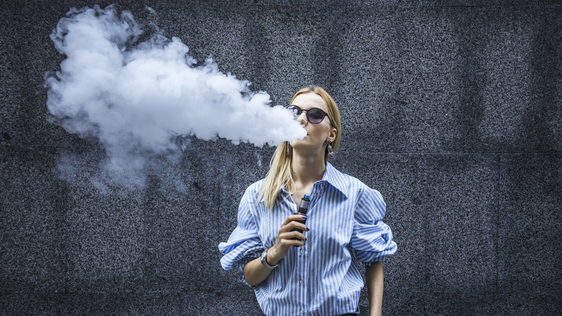 Vaporizér od e-cigarety rozeznáte mimo jiné podle hustoty výparu. Toto vaporizér není.
