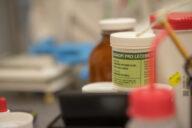 Lékaři budou mít další administrativní zátěž při předepisování léčebného konopí.