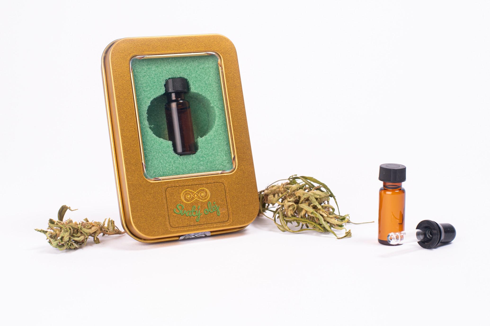 Esenciální Svatý olej obsahující desítky konopných terpenů.