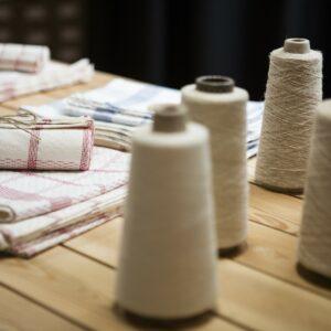 Konopná látka je díky svým antibakteriálním vlastnostem vhodná i pro dětské oblečení a ložní prádlo.