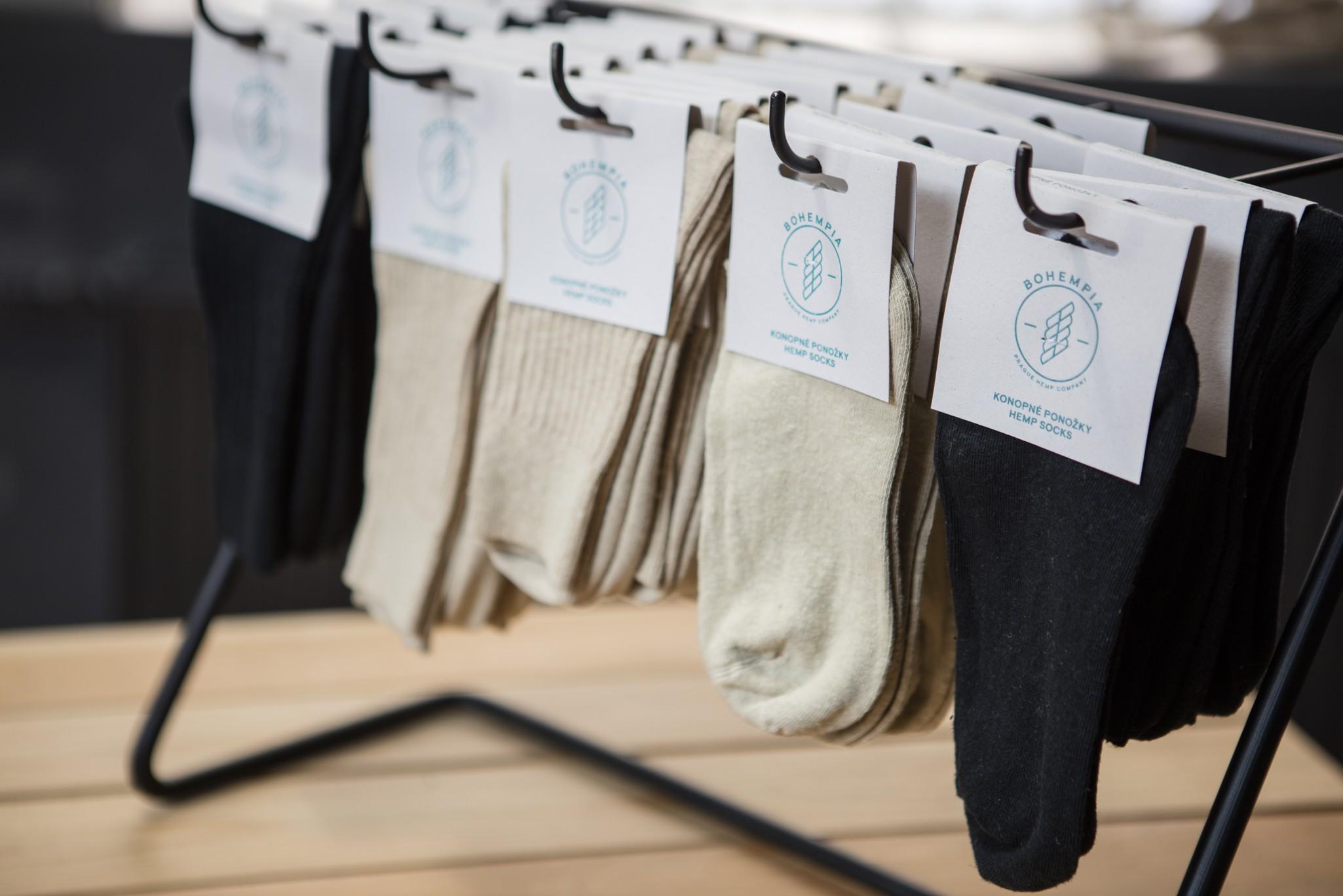 Konopné ponožky jsou příjemné na nošení a k tomu ještě zdravé.
