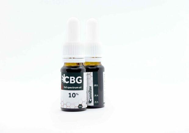 CBG olej obsahuje celé kanabinoidní spektrum a je vyrobený zextraktu rozpuštěného vMCT oleji.