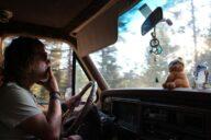 Konopí za volant rozhodně nepatří.