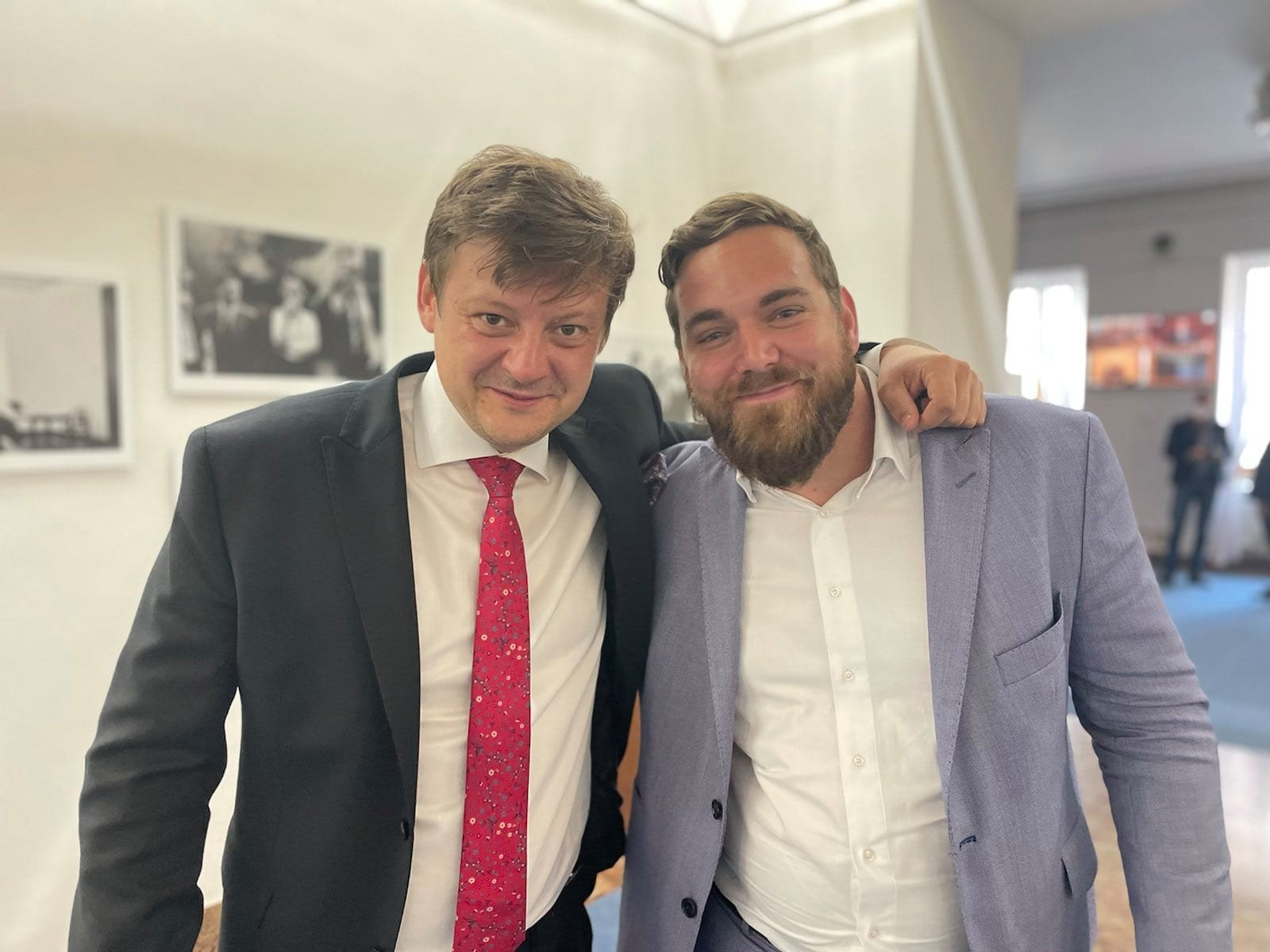 Poslanci Radek Holomčík a Tomáš Vymazal krátce po schválení novely. Foto: Archiv Tomáše Vymazala