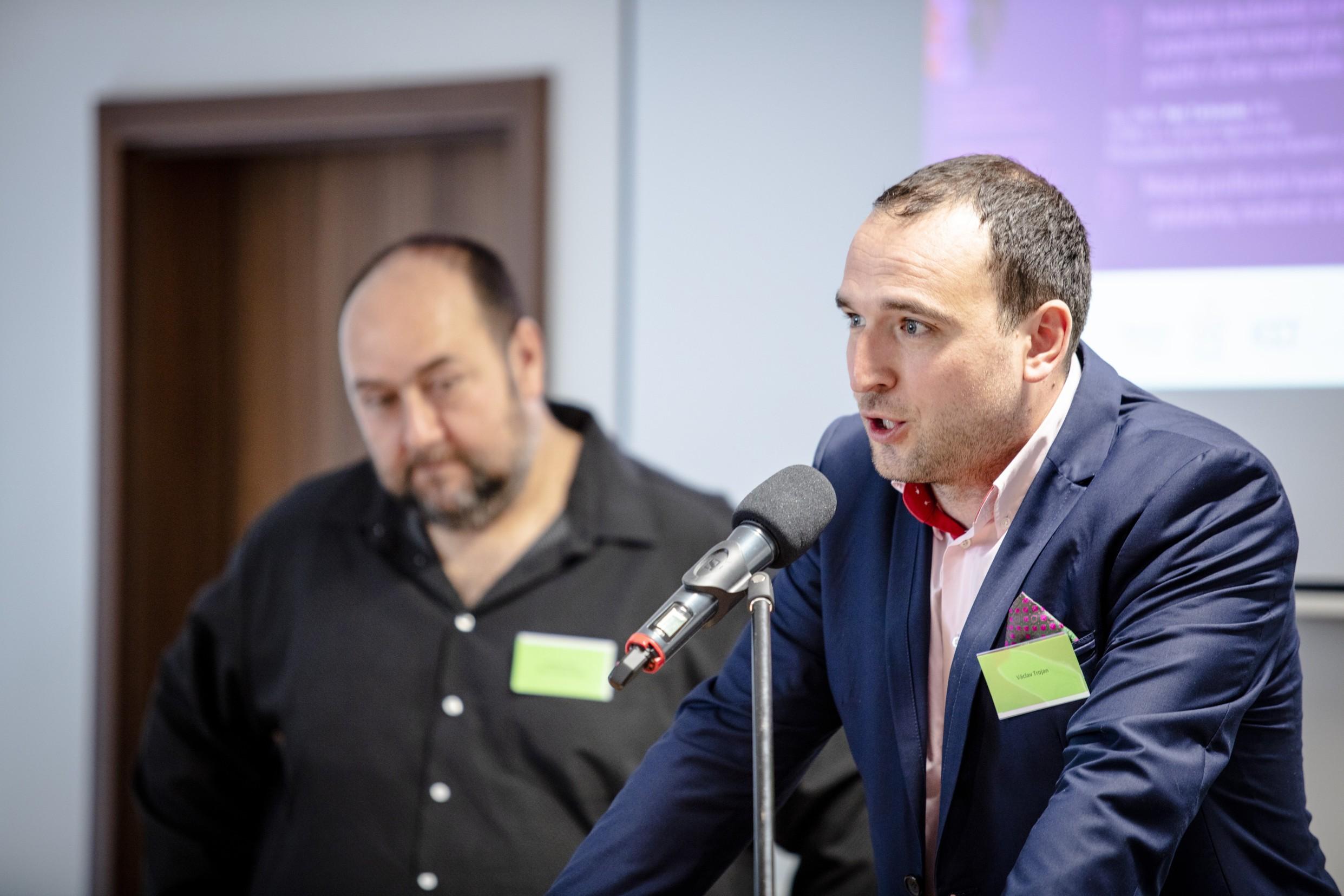 Hlavní organizátoři Václav Trojan (v popředí) a Radovan Hřib.