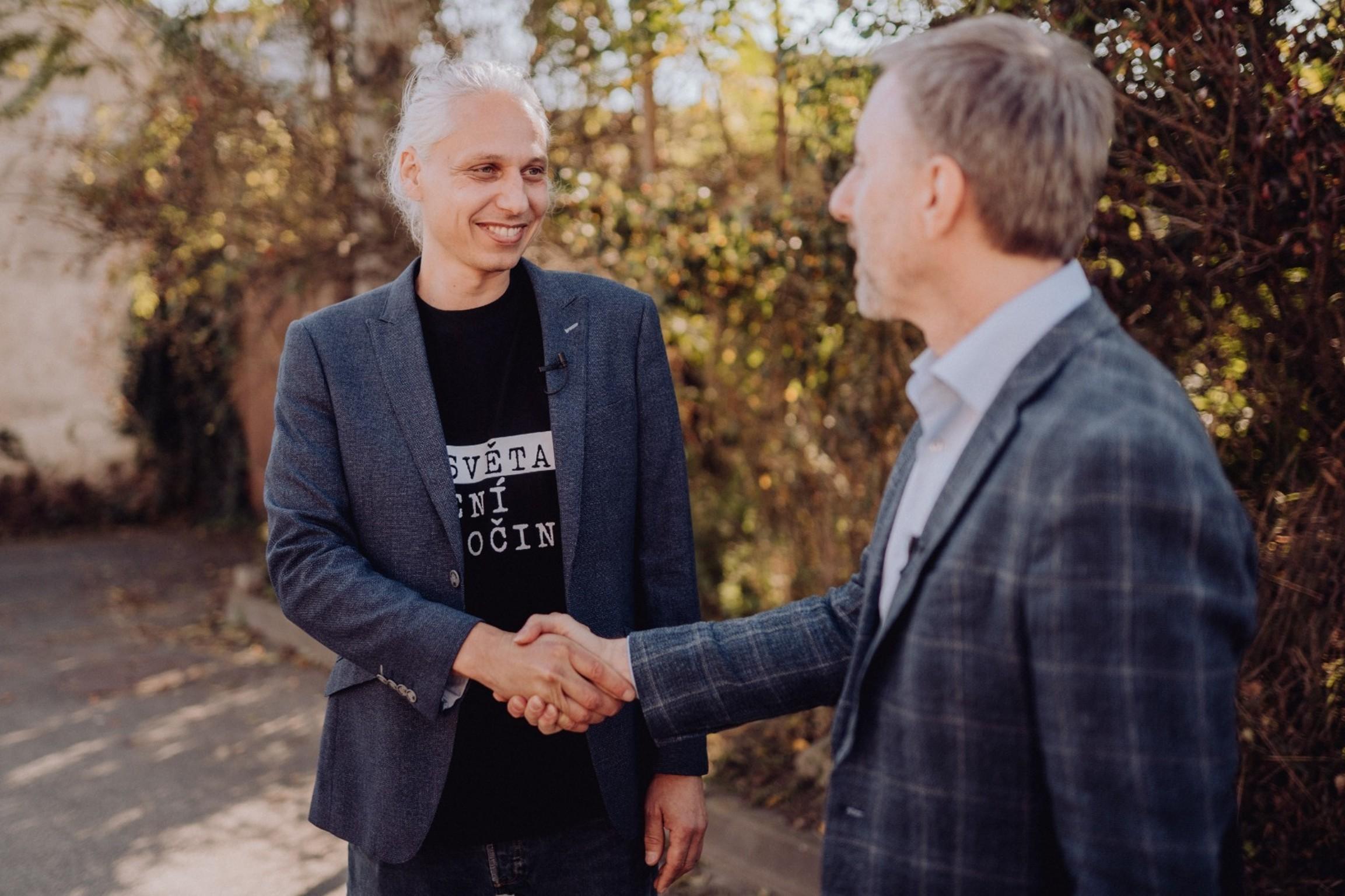 Podporu Veverkovi přijel osobně vyjádřit i Jindřich Vobořil. Zdroj: Archiv Jindřicha Vobořila